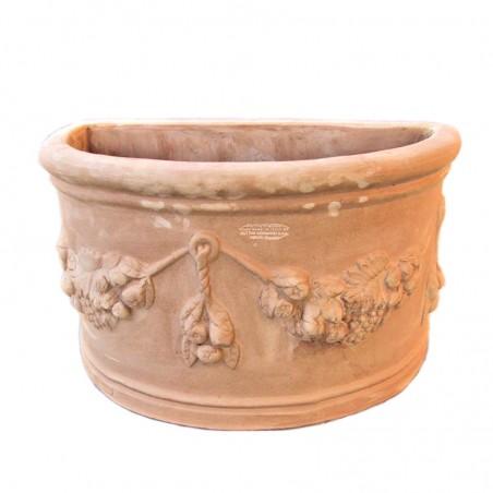 Vaso da parete in terracotta con festoni lavorato a mano