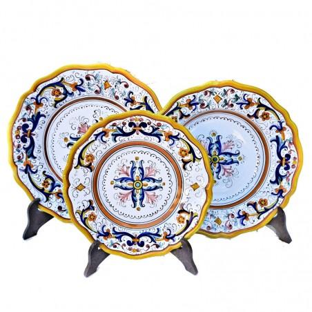 Servizio piatti tavola ceramica maiolica Deruta dipinto a mano decoro ricco Deruta giallo centrino sagomato
